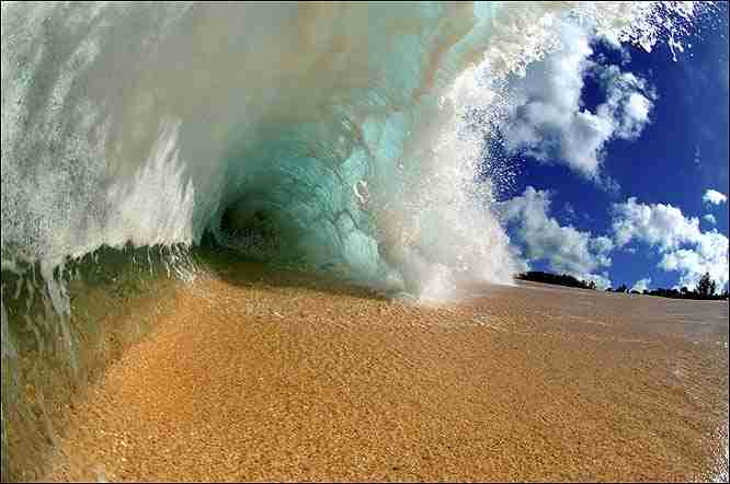 ocean_wave_arising_from_sand